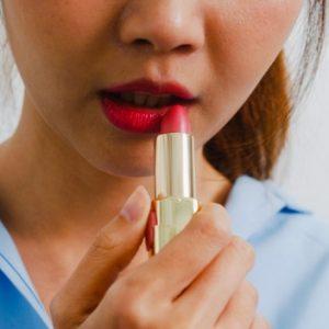 6 Cara Memerahkan Bibir Secara Alami Yang Paling Mudah Untuk Kamu Coba!