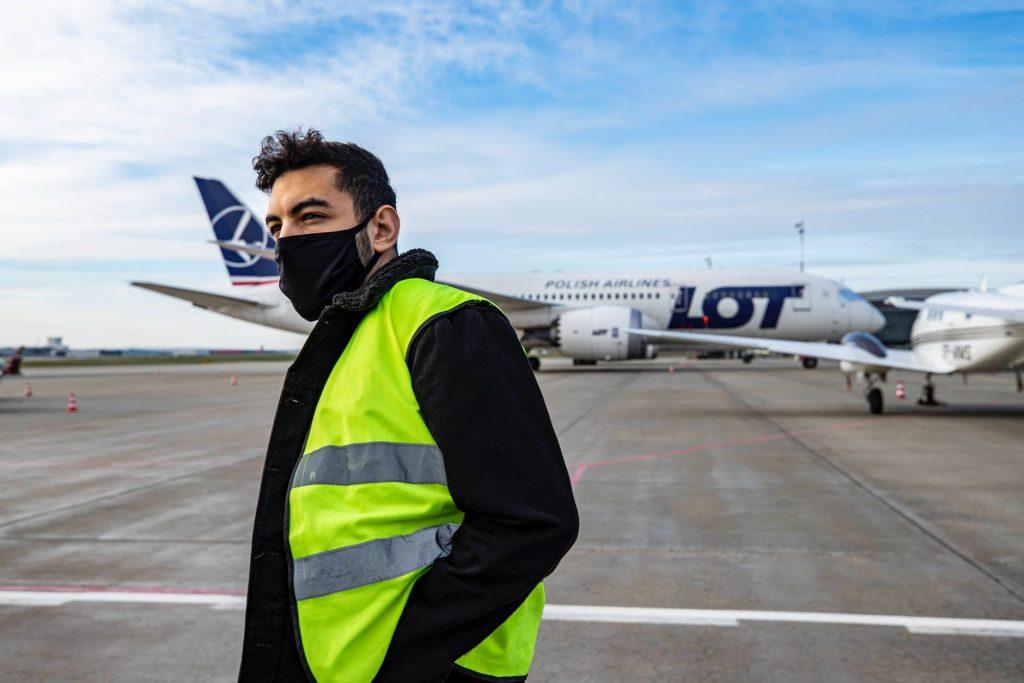 gaji tukang parkir pesawat