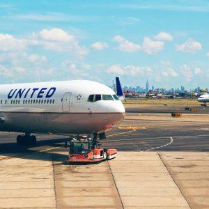 Fakta Menarik Dan Besaran Gaji Tukang Parkir Pesawat