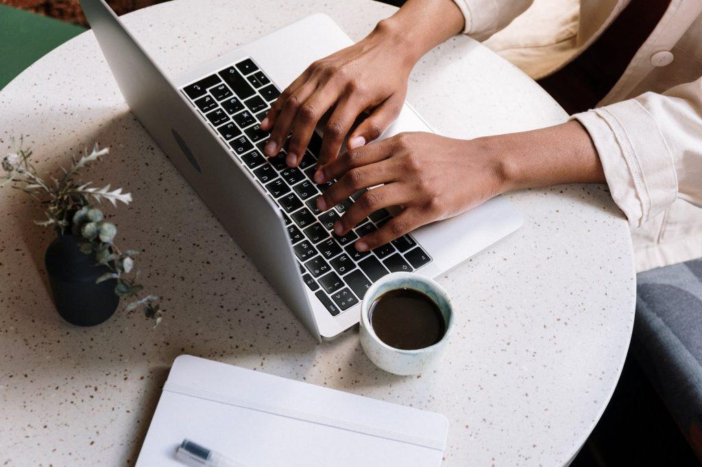 cara mengatasi laptop lemot anti ribet by pexels
