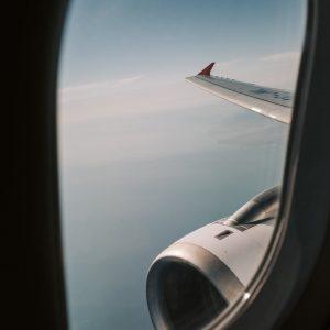 5 Cara Naik Pesawat Anti Mabuk Yang Wajib Kamu Coba!